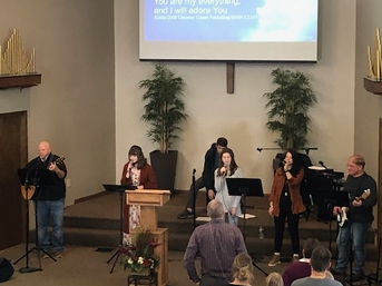 Worshiping with the Praise Team